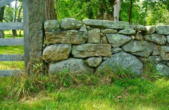 DSC_0264-Detail-stone-walls-of-Chilmark-Fulling-Mill-along-South-Road-Marthas-Vineyard-Massachusetts-USA-940x612